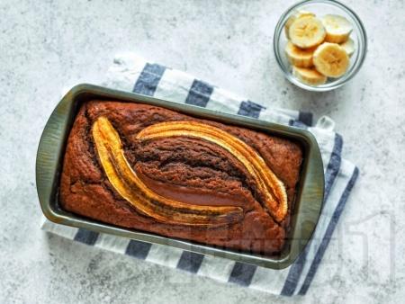 Сладкиш / кекс с банани и течен шоколад Нутела - снимка на рецептата